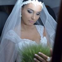 Brinco, anel, terço e flor de cabelo para noiva.