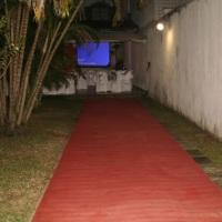 tapete vermelho c/ telão na casa de festas