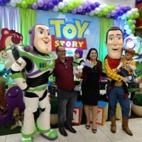 Woody e Buzz  Tão Tão Distante Personagens