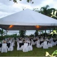 tendas, mesas e cadeiras
