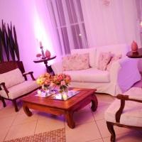 Lounge com sofá e poltronas clássicas