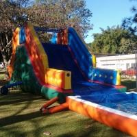 Toboágua Para criancas de 6 a 15 anos Medidas:  - 6m altura  - 4m largura  - 10m comprimento A
