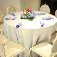 arranjos de mesas de convidados com flores naturais