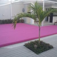 piso sobre a piscina