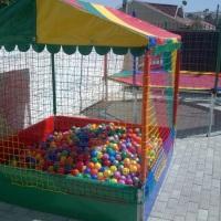 cama elástica + piscina de bolinhas R$130