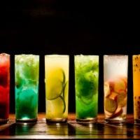variedade de drinks com frutas
