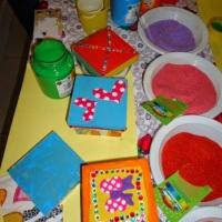 Oficina de Areia Colorida - as crianças s encantam com as cores e texturas dessa ofciina onde eles l