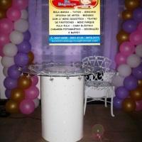 mesa de vidro com banner