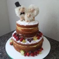 Naked Cake com Topo de Bolo.