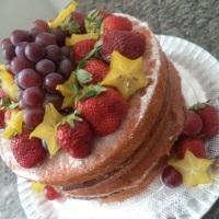 Naked Cake com Frutas da Época.