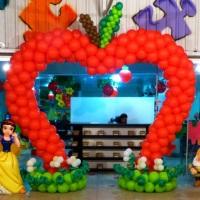 Arco da Maça de balão vermelho