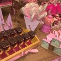 Mesa Principal com doces Personalizados.