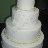 Bolo de casamento com pérolas