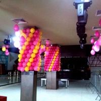 Colunas decoradas com balões e Teto - Boate All In