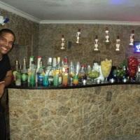 Open Bar lindo com diversos drinks exóticos e linda decoração.
