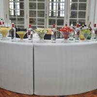 Lindo open bar branco para a confraternização de final de ano de empresa...