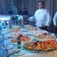 Chef Vicente Vasconcelos servindo o Jantar.