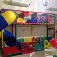 Diversos brinquedos para diversão das crianças