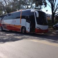 Ônibus executivo de 46 lugares.