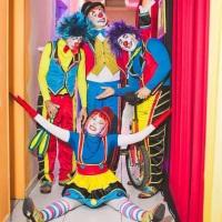 Show Circo de Menino... malabarista, perna de pau, Casal de palhaços..