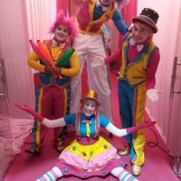 Show Circo de Menina.. Malabarista, perna de pau, casal de palhaços levando muita alegria para sua